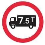 Road sign showing weight limit of 7.5 tons