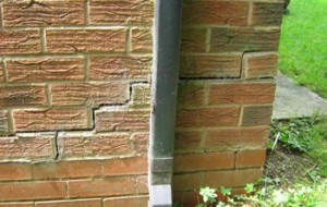 Subsidence cracks in a wall